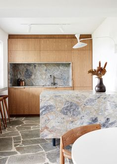 Stand-Out Kitchens To Inspire (The Design Files) Home Design, Home Interior Design, Interior Architecture, Design Ideas, Design Trends, Coastal Interior, Modern Coastal, Diy Interior, Interior Paint