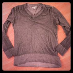 Ribbed Green Stretchy Sweater Cute sweater, Great condition Ruffhewn Sweaters V-Necks