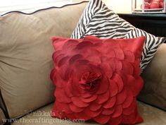 Felt Flower Pillow DIY by Nikkala #Felt #Flower #Nikkala
