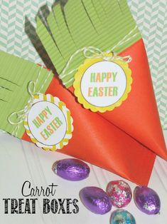 These carrot treat boxes are so cute and so easy to make!  They would be really cute for the kids' table at Easter or for class treats! // cleanandscentsible.com