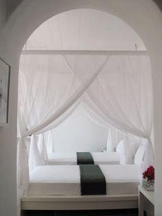 White & Grey Memories: Villa Eurydice a Mikonos Mykonos Villas, Mykonos Greece, Myconos, Bed Nook, Bali, Minimalist Bedroom, Home Bedroom, Bedroom Decor, Beautiful Bedrooms