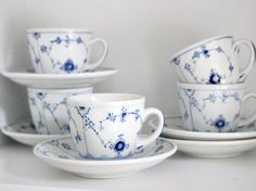 These are beautiful Bing and Grondahl coffee cups and saucers with the famous musselmalet and in English called blue fluted decor. Every peace is a unique work of art in itself since they are completely handpainted. In the third picture you see the beauty of how unique every item is.  The price is for one cup and saucer. There are five cups and saucers in total. All are in MINT condition, they have never been used.  The coffee pot in the second picture is for sale in a separate listing. The…
