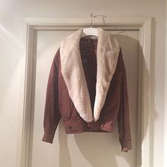 Wilson's Suede Bomber Jacket with Faux Fur Collar Woman's Brown Suede Jacket with removeable (by zipper) faux fur collar Size: XS Excellent Condition, treated with Wilson's Suede Protectant Wilsons Leather Jackets & Coats
