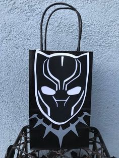 Super hero goodie bags/ favor bags/favor box - Care - Skin care , beauty ideas and skin care tips Black Panther Party, Black Panther Marvel, Favor Bags, Goodie Bags, Boy Birthday Parties, 5th Birthday, Cake Birthday, Birthday Ideas, Happy Birthday