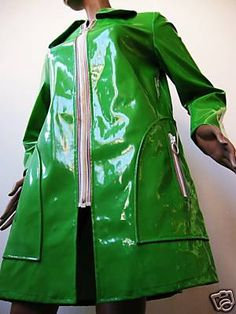 Raincoats for Women 60s And 70s Fashion, Retro Fashion, Vintage Fashion, Vinyl Raincoat, Pvc Raincoat, Retro Mode, Mode Vintage, Raincoat Outfit, Raincoats For Women