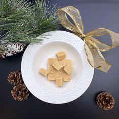 1 h min. Fudge, Micro Onde, Desert Recipes, Feta, Creme, Decorative Plates, Deserts, Tableware, Sweet