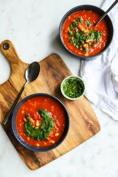 This smokey Spanish tomato soup with fresh tomatoes, beans and paprika is bursting with flavour and is a perfect warm dinner for the colder months. Tomato Soup Recipes, Healthy Soup Recipes, Vegan Recipes Easy, Healthy Snacks, Small Food Processor, Food Processor Recipes, Picadillo Recipe, Low Carb Mug Cakes, Fast Low Carb