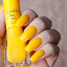 As 20 melhores cores de Esmaltes que estão Bombando no momento. Escolha o seu esmalte e arrase aonde for Aycrlic Nails, Manicure And Pedicure, Cute Nails, Pretty Nails, French Gel, Pink Holographic Nails, Nail Art Designs Videos, Sparkle Nails, Clean Nails