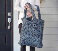 Chunky Granny Square Crochet Tote. Free pattern.