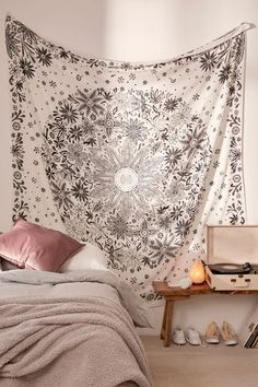 Living room Ioana Daisy Medallion Tapestry Urban Outfitters Purchased by Madison Ogren for Living Room Dream Rooms, Dream Bedroom, Home Decor Bedroom, Bedroom Wall, Living Room Decor, Bed Wall, Bedroom Ideas, Master Bedroom, Blue Teen Girl Bedroom