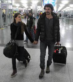 Kurt Seyit ve Şura ekibi Rusya'ya gitti http://kelebekgaleri.hurriyet.com.tr/galeridetay/77955/2368/1/kurt-seyit-ve-sura-ekibi-rusyaya-gitti Rusya'da yaklaşık iki ay kalacak ekipten Birkan Sokullu ve Berk Erçer, Atatürk Havaalanı'nda görüntülendi. Sokullu'yu havaalanında kendisi gibi oyuncu olan eşi Aslı Enver uğurladı.