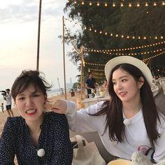 Irene & Wendy uploaded by tomatoro on We Heart It Seulgi, Wendy Red Velvet, Red Velvet Irene, Park Sooyoung, Kpop Girl Groups, Kpop Girls, K Pop, Girl Bands, Peek A Boos