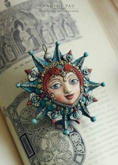 Foto di Nadine Pau - masks, dolls and ornaments. Fimo Clay, Polymer Clay Projects, Polymer Clay Creations, Polymer Clay Crafts, Ceramic Clay, Polymer Clay Jewelry, Clay Dolls, Art Dolls, Clay Faces