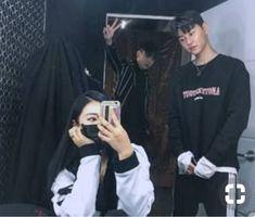 Korean Fashion Trends you can Steal – Designer Fashion Tips Korean Boys Ulzzang, Ulzzang Couple, Ulzzang Boy, Korean Girl, Boy And Girl Best Friends, Korean Best Friends, Bff Goals, Best Friend Goals, Korean Couple