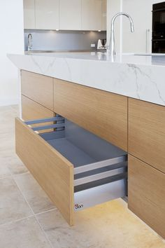 See how Dan Kitchens created the Ultimate Entertainers Kitchen in Newport Sydney, and fulfilled a unique and challenging Luxury Kitchen design brief. Kitchen Images, Kitchen Photos, Old Kitchen, Kitchen Reno, Kitchen Benchtops, High End Kitchens, Oak Panels, Luxury Kitchen Design, Custom Kitchens