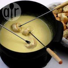 Fondue de queijo clássico @ allrecipes.com.br - Nada como um fondue de queijo para esquentar aquelas noites frias...