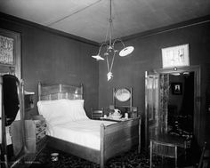 Chambre Hotel Beemer Roberval Bed, Furniture, Home Decor, Historical Pictures, Antique Pictures, Landscape Fabric, City, Bricolage, Photography