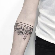 Peony armband tattoo by Anna Bravo