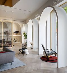 Home Design Drawings Knoll has opened a store in LA with white archways modelled on its former president's home in Morocco, and designed by architecture firm Johnston Marklee. Architecture Restaurant, Interior Architecture, Arch Interior, Architecture Awards, Retail Interior, Luxury Homes Interior, Design Shop, Shop Interior Design, Contemporary Interior Design