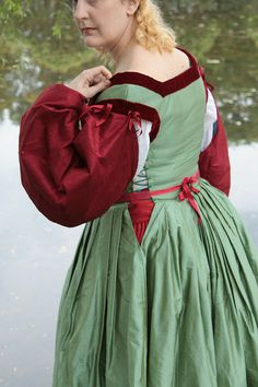 By Katherine B, An Italian Florentine dress and camicia based on Raphael's The Woman with the unicorn, 1505 (I love love love this dress - MPH) Italian Renaissance Dress, Renaissance Costume, Medieval Costume, Renaissance Clothing, Renaissance Fashion, Medieval Dress, Historical Clothing, Medieval Fair, Italian Outfits