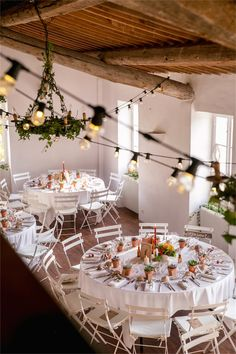 Un mariage au Domaine de la Castelette par Monsieur+Madame (M+M). Thème Automne. ©Cédric Dendoune. www.monsieurplusmadame.fr Wedding Table, Fall Wedding, Barn Lighting, Lighting Ideas, Wedding Day Inspiration, Wedding Ideas, Wedding Decorations, Table Decorations, Baby Shower