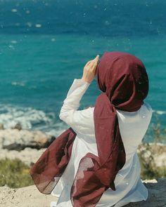 Gadis Cantik Hijaber Si Pipi Tembem - Her Crochet Modern Hijab Fashion, Niqab Fashion, Hijab Style Dress, Hijab Chic, Arab Girls Hijab, Muslim Girls, Hijabi Girl, Girl Hijab, Hijab Hipster