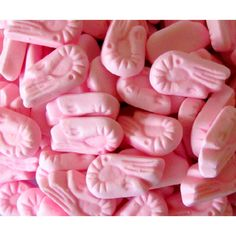 Pink Shrimps…and there were yellow ones too, tasted of banana. Still could eat them till l felt sick 🙂 Yum! Pink Shrimps…and there were yellow ones too, tasted of banana. Still could eat them till l felt sick 🙂 Old Sweets, Vintage Sweets, Retro Sweets, Pink Sweets, 1970s Childhood, My Childhood Memories, Sweet Memories, English Sweets, Aesthetic Colors