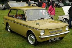 Unbelievable Funny Pictures Of Today's - 20 Pics Classic Cars British, Classic Car Show, Retro Cars, Vintage Cars, Unbelievable Funny Pictures, Good Looking Cars, Jaguar Xj, Car Humor, Mellow Yellow