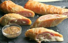 Ham and cheese puff pastry stromboli recipe empanadas Greek Appetizers, Finger Food Appetizers, Appetizer Recipes, My Favorite Food, Favorite Recipes, Stromboli Recipe, Ham And Cheese, Cheese Puffs, Greek Recipes