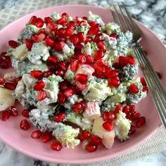 Broccolisalat med granatæble - opskrift på skøn salat - madenimitliv.dk Food N, Food And Drink, Lchf, Keto, Waldorf Salat, Caprese Salad, Bruschetta, Brunch Recipes, Broccoli