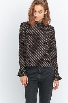 Urban Outfitters Pin Tuck nero ha stampato la camicetta - Urban Outfitters
