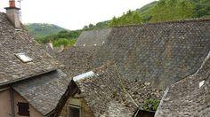 toits de lauzes dans le Cantal