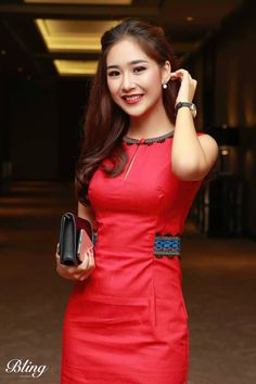 Myanmar Traditional Dress, Vietnamese Traditional Dress, Traditional Dresses, Dress Design Patterns, Model Girl Photo, Beautiful Chinese Girl, Beautiful Gorgeous, Myanmar Dress Design, Myanmar Women