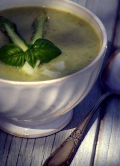 Gourmandises Chroniques: Addiction quand tu nous tiens... Soupe d'asperges vertes Chambord, parmesan, basilic et carpaccio de têtes d'asperges