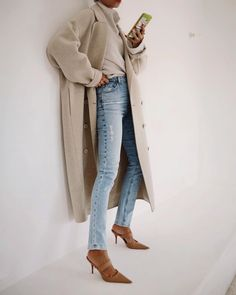 Photo shared by ANDY CSINGER on October 19, 2020 tagging @jbrandjeans. Image may contain: one or more people and shoes. Classy Jeans Outfit, What To Wear Today, How To Wear, Daily Fashion, Coats For Women, Mantel, Autumn Fashion, Kicks, Style Inspiration