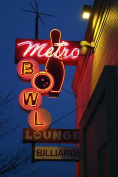 Metro Bowl Lounge & Billiards neon sign in Crystal Lake, Illinois. Old Neon Signs, Vintage Neon Signs, Old Signs, Vintage Ads, Crystal Lake Illinois, Electric Signs, Billboard Signs, Restaurant Signs, Totems