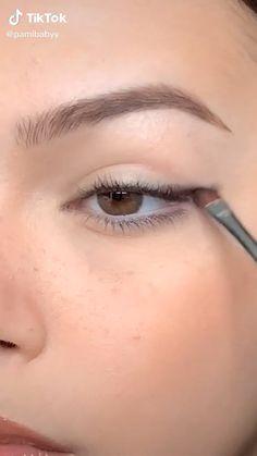 Makeup Tutorial Eyeliner, Makeup Looks Tutorial, Eyebrow Makeup, Skin Makeup, Eyeshadow Makeup, Eye Tutorial, Eyeshadow With Tape, Eyeliner Ideas, Cat Eye Makeup