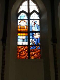 Stainedglass designed by Dutch cartoon artist Hans Klaver made by Glas in lood atelier Schmit Haarlem for Bakenesserkerk