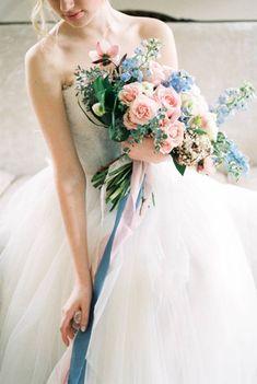Serenity & Rose Quartz: 45 свадебных букетов трендовых оттенков - The-wedding.ru