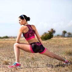 Triatleta: los estiramientos son tan importantes como el entrenamiento. Lo sabes, ¿verdad? Descubre en nuestro blog lo que @ironvives, recién llegado de Kona, nos cuenta sobre sus rutinas 👌👌 Running, Woman, Sports, Blog, Truths, Stretches, Biking, Training, Short Stories