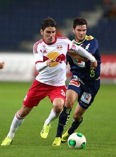 Immer im Einsatz. // Durante un partido. Salzburg, Red Bull, Happy Birthday, Football, Running, 28th Birthday, Happy Brithday, Soccer, Futbol