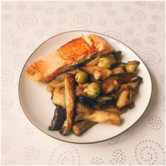 My lunch  eggplants with garlic, salmon and some olives.. Bon appétit !