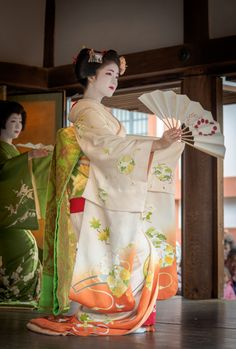 geisha-kai:  Setsubun 2016: geiko Umeshizu and maiko Katsuna by Gaap on Photohito