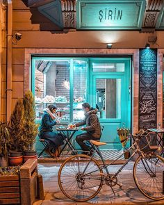 That shades of tiffany in a cold night like this Cafe Bar, Cafe Bistro, Cafe Shop, Restaurant Concept, Cafe Restaurant, Restaurant Design, Restaurant Ideas, Small Coffee Shop, Italian Cafe
