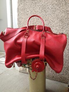 Weekender Irving, borsa in pelle fatti a mano, borsa da viaggio in pelle rossa, borsa per la notte, a mano in pelle viaggi e pernottamento borse di Aixa Sobin, Bollitore di LUSCIOUSLEATHERNYC su Etsy https://www.etsy.com/it/listing/97942731/weekender-irving-borsa-in-pelle-fatti-a