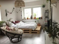 Rustic Bedroom Ideas - This has actually reached be among my favorite appearances as well as this list is chocked packed with them. Here, you'll find 25 rustic bedroom ideas from vintage to contemporary. This checklist makes certain to . Bedroom Inspo, Bedroom Decor, Bedroom Ideas, Bed Ideas, Bedroom Inspiration, Bedroom Plants, Bedroom Bed, Casa Hipster, Diy Pallet Bed