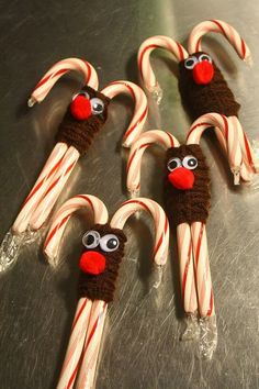 pipe cleaner reindeer on candy canes