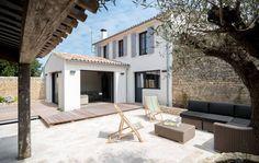 Location ile de Ré : Le chai des vignes Mediterranean Architecture, Toscana, Shabby Chic Homes, Old Houses, Home Deco, Beautiful Homes, Architecture Design, New Homes, House Design