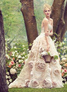 20 Swoonworthy Wedding Dresses Inspired by Flowers