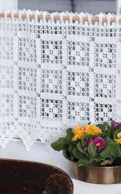 Ideas for crochet patrones cortinas Filet Crochet, Crochet Borders, Crochet Flower Patterns, Crochet Squares, Thread Crochet, Crochet Designs, Crochet Flowers, Crochet Stitches, Crochet Ideas